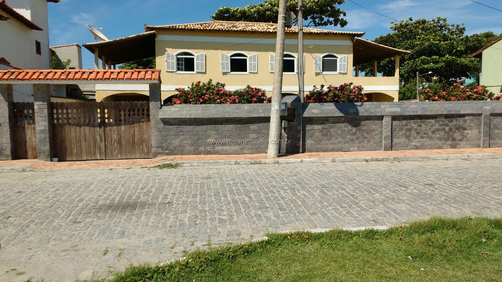 CASA TOTALMENTE INDEPENDENTE DE FRENTE PARA A LAGOA – MONTE ALTO – ARRAIAL DO CABO